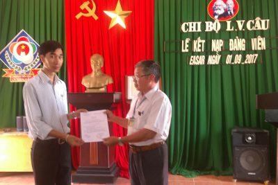 Chi bộ trường Tiểu học La Văn Cầu làm lễ kết nạp Đảng viên mới