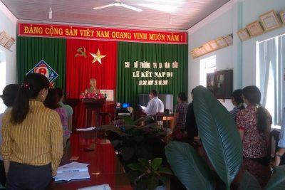 Chi bộ trường Tiểu học La Văn Cầu tổ chức lễ kết nạp Đảng viên mới